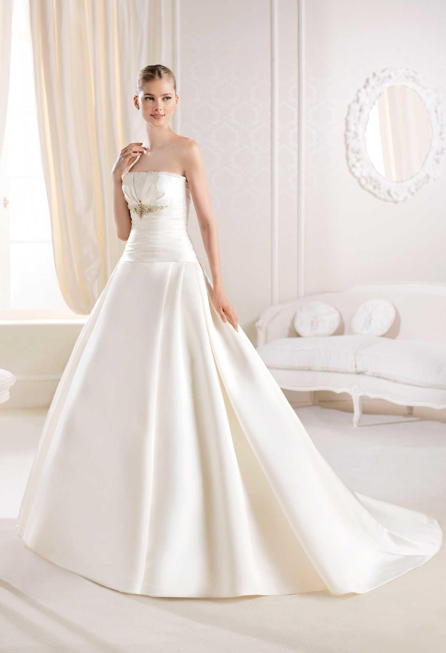 Designer e vestito alla moda: Outlet vestiti da sposa salerno